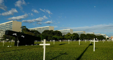 Silent Protest in Brasilia. Photo: Jornalistas Livres
