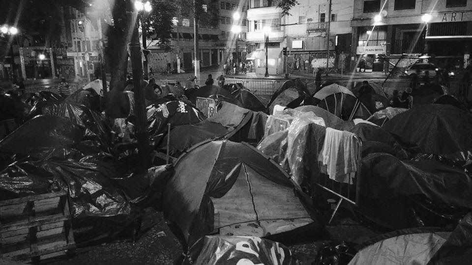 São Paulo: 34 days after fire, victims still living in tents